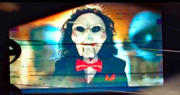 Jigsaw HORROR MAZE PRANK: 'Saw' ulduzu Tobin Bellin pərəstişkarlarını qorxut!