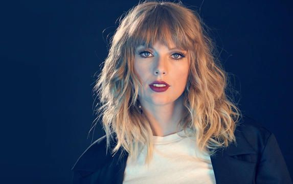 Taylor Swift afslører skabelsen af 'smuk