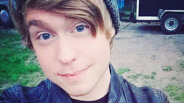 YouTube -stjernen Austin Jones siktet for barnepornografi