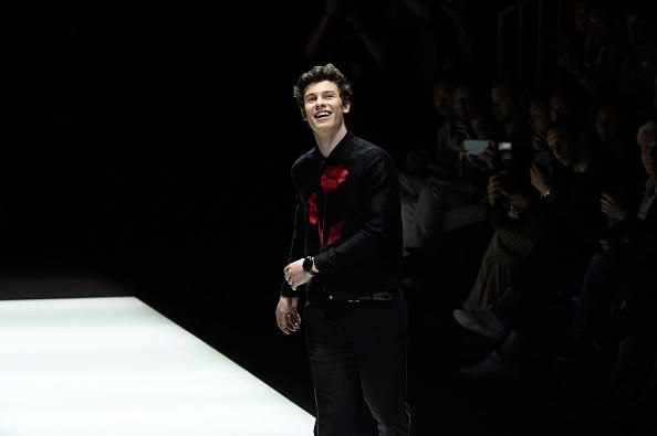 """Shawn Mendes er nýbúinn að gefa út tónlistarmyndbandið """"There is Nothing Holding Me Back"""" og það er ótrúlegt"""