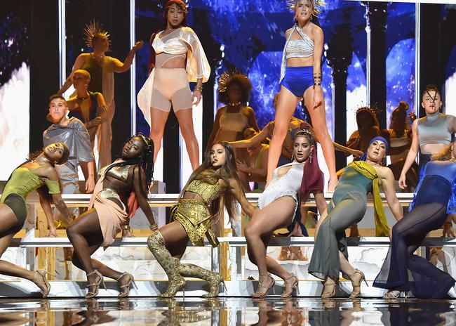 La performance VMA 2018 d'Ariana Grande sur 'Dieu est une femme' était tout ce pour quoi vous pouviez prier