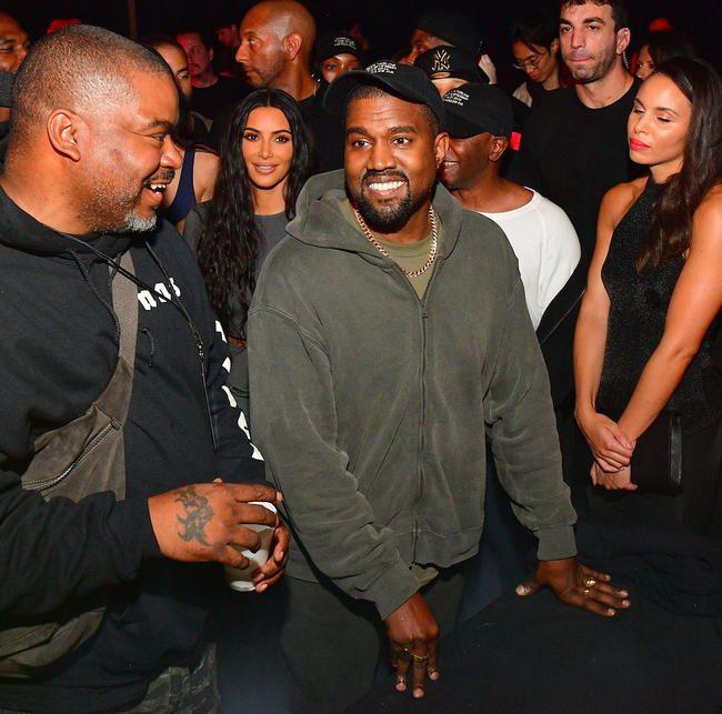 Kanye West Creative leder de første PornHub -prisene og opptrer med Teyana Taylor