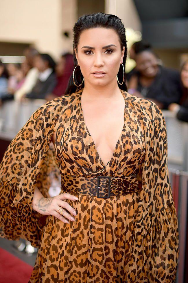 """Demi Lovato atskleidžia savo patirtį naudojant įžymybių pažinčių programą """"Raya"""""""