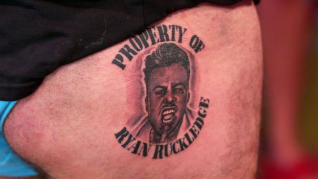 Bare tatovering av oss: Fans kaller Ryan Ruckledge og Hughie Maughans episode for 'Beste noensinne' når Poo Finger Tattoo er avslørt