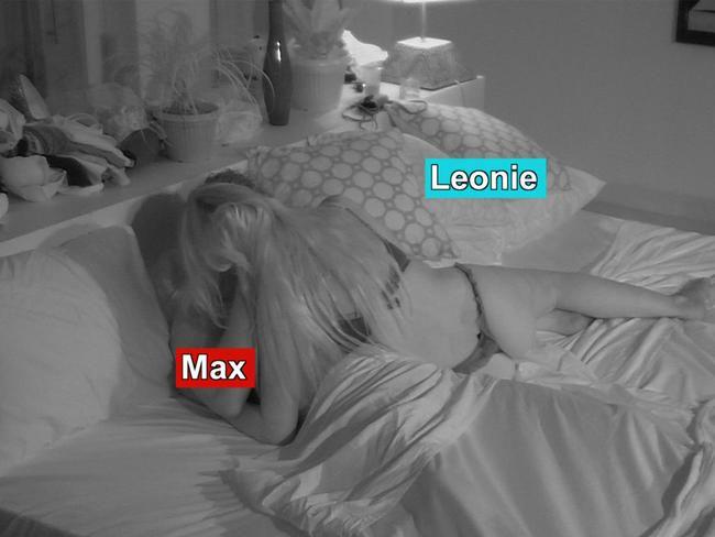 Max Morley reagerer etter at han hadde hengende Leonie McSorley i dusjen på eksen på stranden