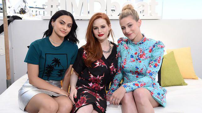 Lili Reinhart, Camila Mendes og Madelaine Petsch lanserer en gruppe TikTok -konto