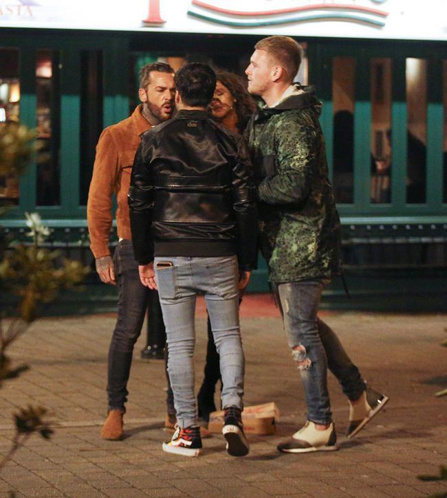 TOWIEs Pete Wicks og Liam Gatsby avbildet i gatekamp mens Tommy Mallet prøver å trekke dem fra hverandre