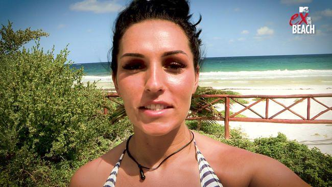 """Бивше робне марке Катие Манн на плажи Ек Георге Кеис """"Најважнија Б*звезда коју је икада упознала"""" након што га је прогурала на журци на плажи-ексклузивно"""