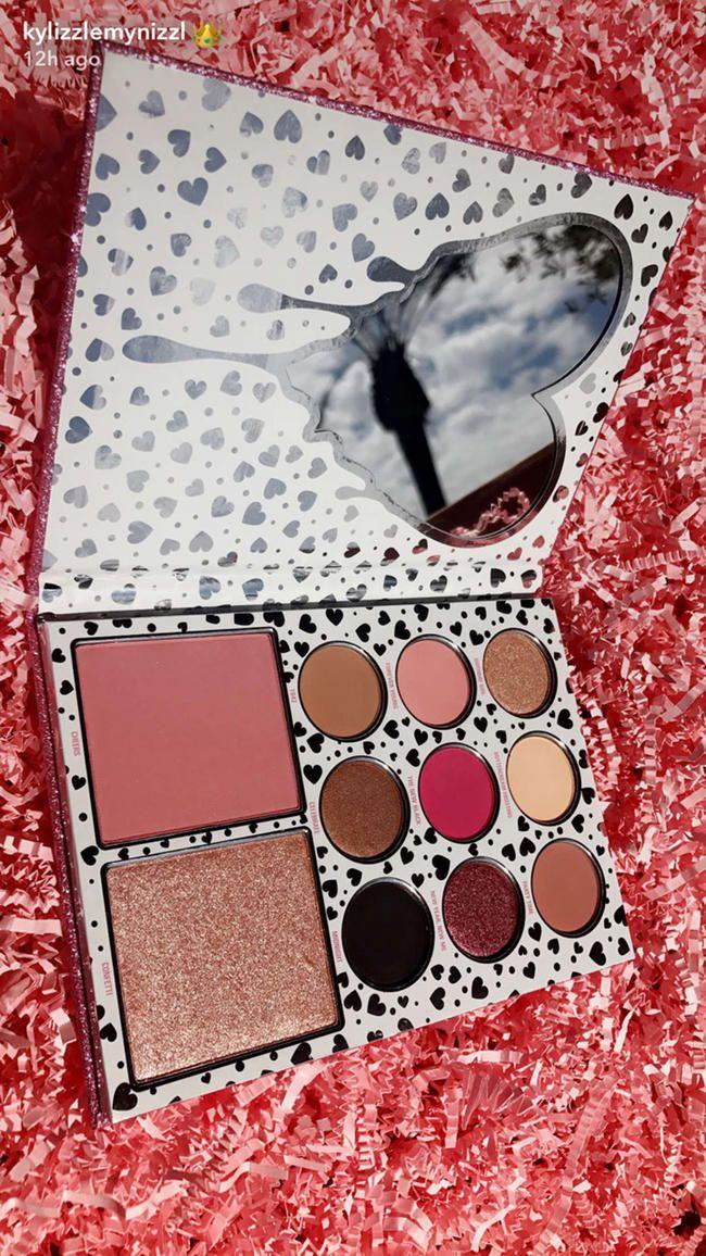 Chaque produit de la collection majeure de cosmétiques pour le 20e anniversaire de Kylie Jenner