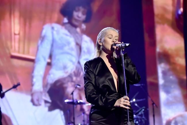 کریستینا آگیلرا با ادای احترام ویتنی هوستون در The AMAs باز می گردد