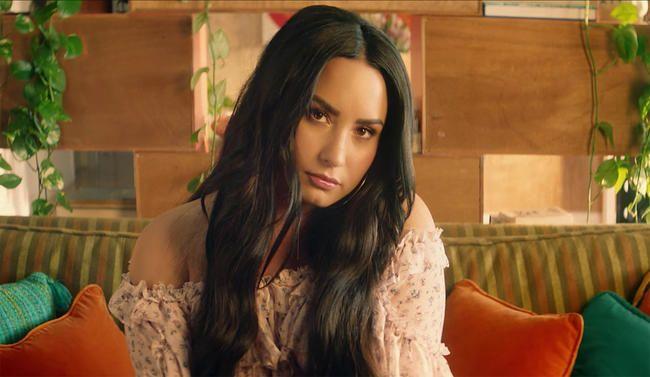 Clean Bandit und Demi Lovato veröffentlichen neues Video zu Summer Bop 'Solo'