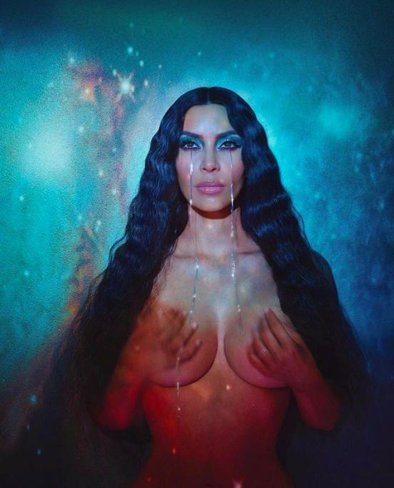 Kim Kardashian ber allt fyrir síðustu KKW fegurðarherferðina