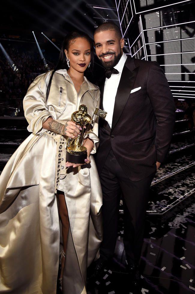 Drake Stars á 'Lemon' remix með N.E.R.D og Rihanna