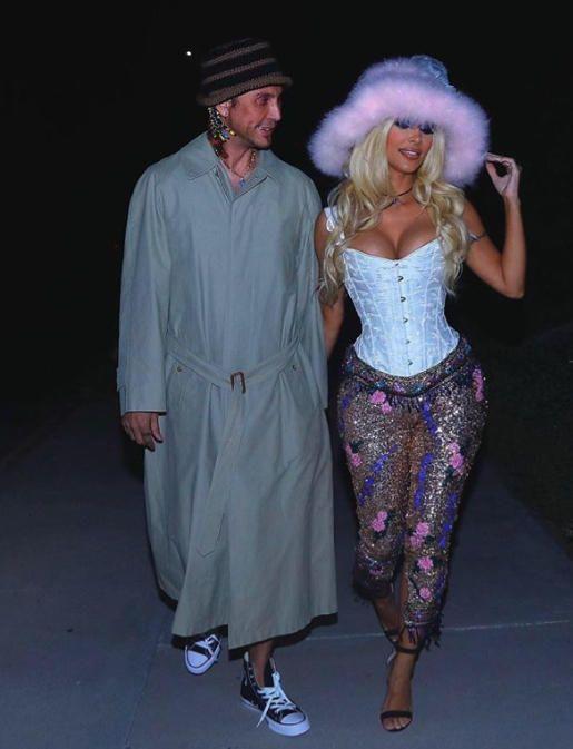 Kim Kardashian s'excuse d'avoir utilisé R-Word Slur sur le costume de Pamela Anderson