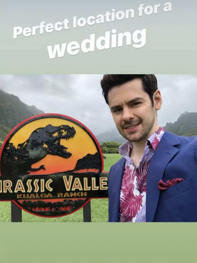 Pretty Little Liars Janel Parrish gifter seg med Beau Chris Long på Hawaii