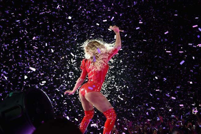 Beyoncé udgiver ny 'Freedom' musikvideo til ære for den internationale pigedag