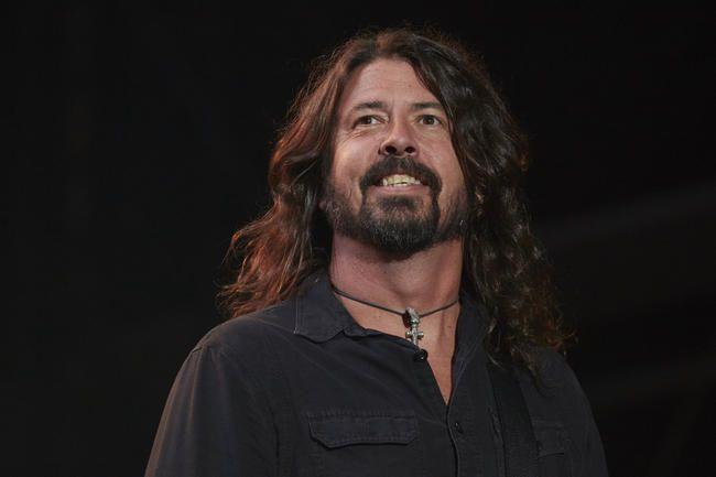 Foo Fighters Wow London Með Hit-Filled Set & Surprise Rick Astley Collaboration
