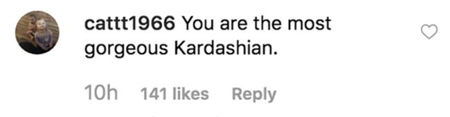 Kourtney Kardashian pose entièrement nue en ligne alors que les fans admirent sa silhouette incroyable