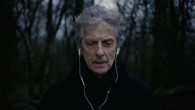 """Lewis Capaldi enthüllt kraftvolles Musikvideo zum Top-10-Song """"Someone You Loved"""""""