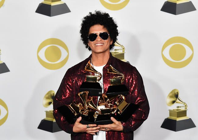Bruno Mars får 15. video med 200 millioner YouTube -visninger