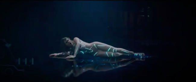Taylor Swift taquine la folie '... Prête pour ça ?' Clip musical