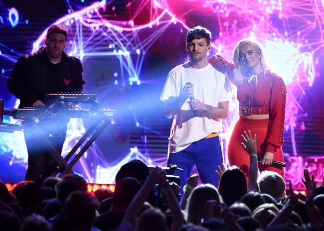Se forestillinger fra Teen Choice Awards 2017 med Louis Tomlinson, Rita Ora og mere