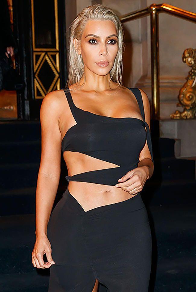 Ким Кардасхиан почиње са Оним супер незахвалним бикини сликама у новом КУВТК -у