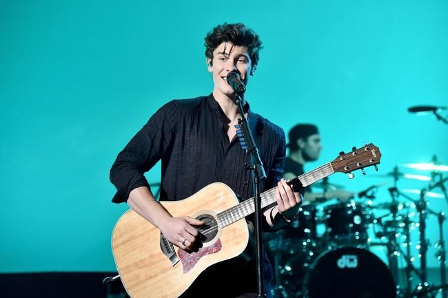 Shawn Mendes leverer show-stoppende ytelse på AMAs
