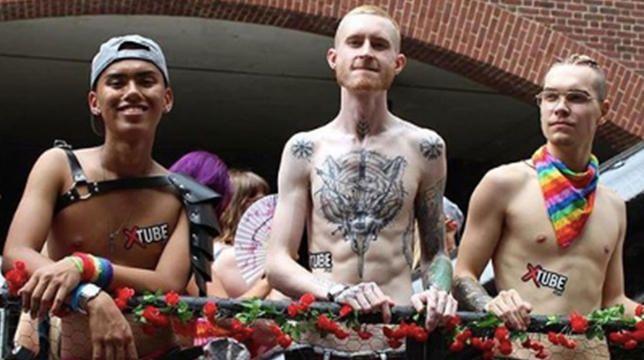 Xtube -stjerner på stedet for porno i New York Pride