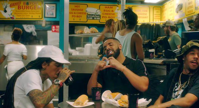 Drake fragt 'Kiki, liebst du mich?' In einem urkomischen neuen Musikvideo zu 'In My Feelings