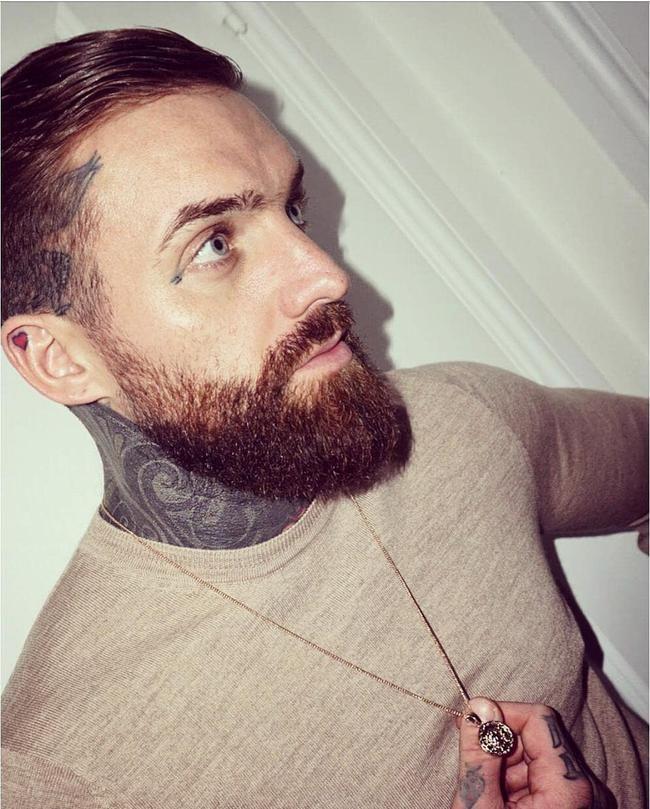 Aaron Chalmers de Geordie Shore lance un nouveau tatouage sur son visage