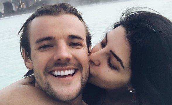 Love Islands Cara De La Hoyde suser over eks Nathan Massey, da hun deler den første babyscanning