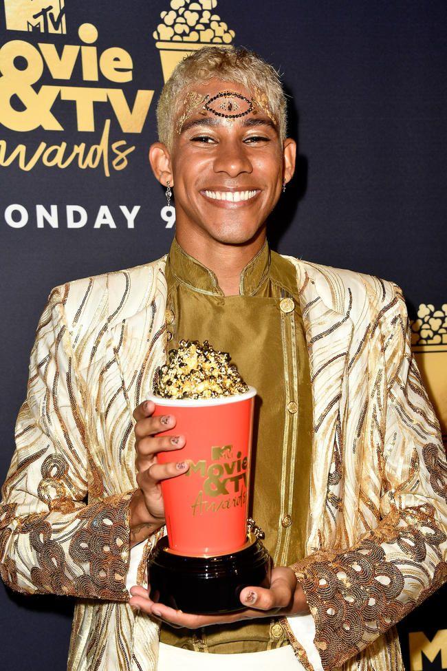 Nick Robinson et Keiynan Lonsdale de Love Simon remportent le meilleur baiser aux MTV Movie & TV Awards 2018