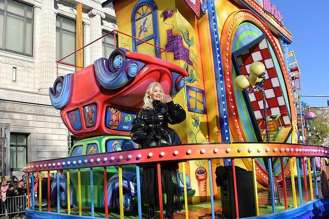Рита Ора и Јохн Легенд проговорили након параде Дана захвалности Абисмал Маци за синхронизацију усана