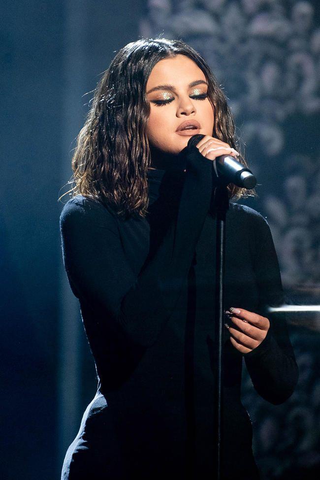 Selena Gomez soll vor ihrem AMAs-Auftritt eine Panikattacke gehabt haben