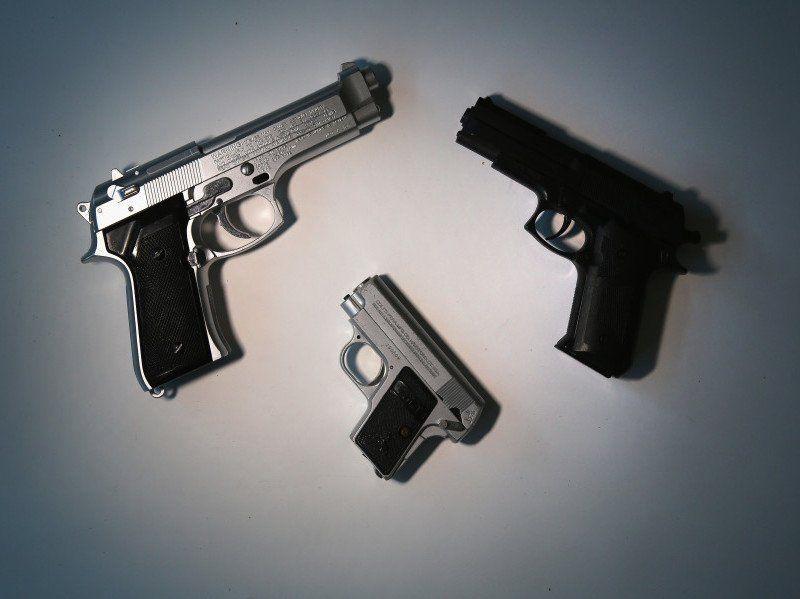 Дох! 11 репера који су ухапшени са оружјем на аеродромима