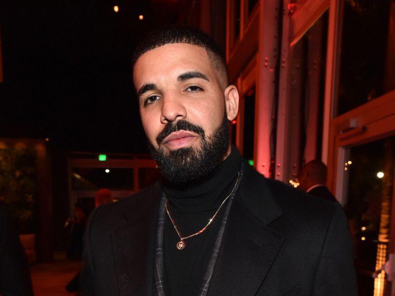 Instagram Flexin: Drake's Dancehall Mal əti