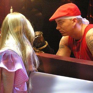 Tiesiog du iš mūsų: kronika, gynyba ir susitikimas su Eminemu