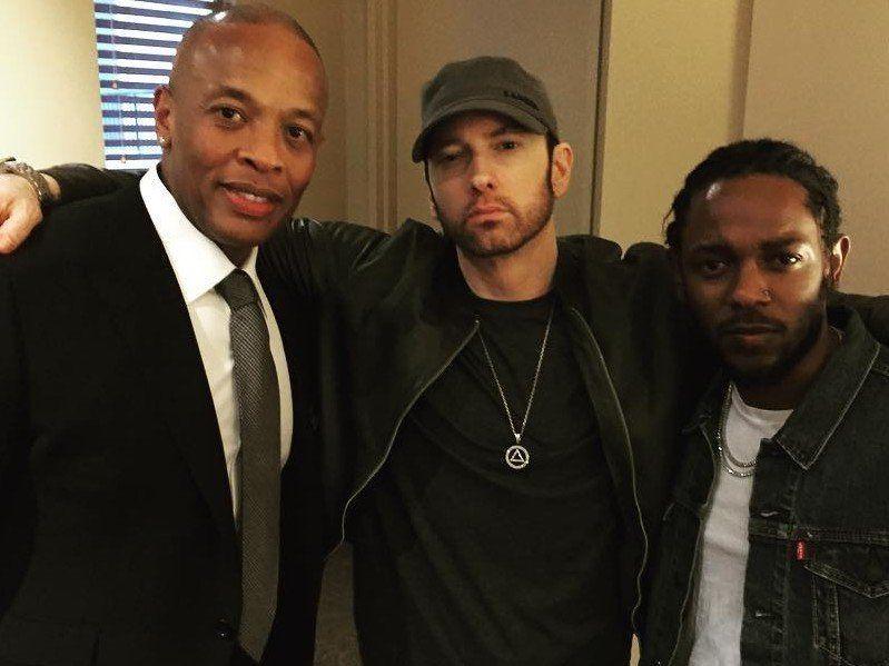 Er Eminem redd for å gi oss et rent hiphop-album?