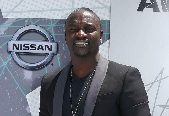 So bringt Akon tatsächlich Macht nach Afrika
