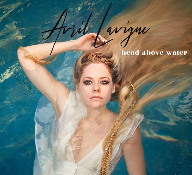 Avril Lavigne revient avec un nouveau single émouvant «Head Above Water» racontant la bataille contre la maladie de Lyme
