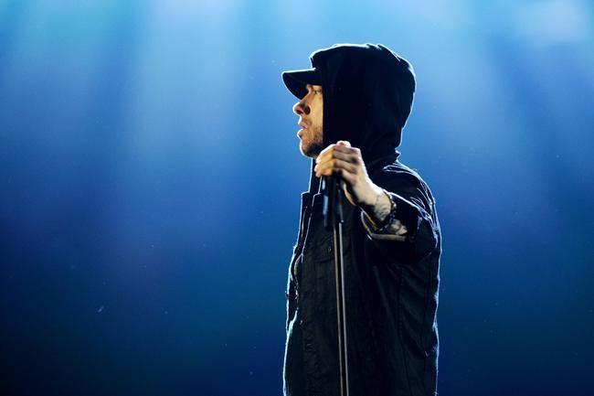 """2017 m. MTV EMA: Eminemas mus išvaro galingu """"Walk On Water"""" pasirodymu"""