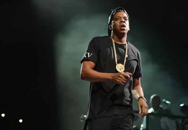 """""""Jay-Z"""" užbaigė savo """"V"""" festivalio rinkinį su jaudinančia pagarba Chesteriui Benningtonui"""