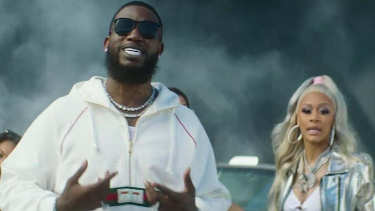 Lakeyah og Gucci Mane bringer tre 6 mafias 'Chickenhead' prøve til liv i 'Poppin' video