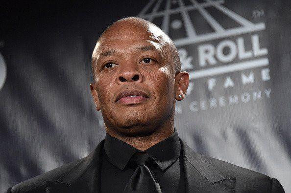 """Dr. Dre'as grasina """"Sony"""" ieškiniu dėl moters smūgio Michel'le Biopic"""