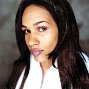 Amil dit qu'elle ne `` perdra jamais l'amour pour Jay Z '' et discute du succès de Roc-A-Fella
