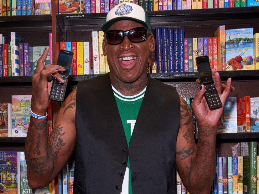 """Dennisas Rodmanas padovanojo Malone'ui 25 USD kainuojančią """"Olive Garden"""" dovanų kortelę Kalėdoms"""