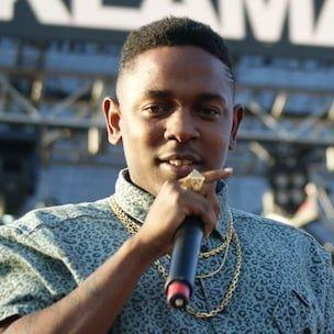 Kendrick Lamar forklarer å inkludere sin far i 'Backseat Freestyle' -video