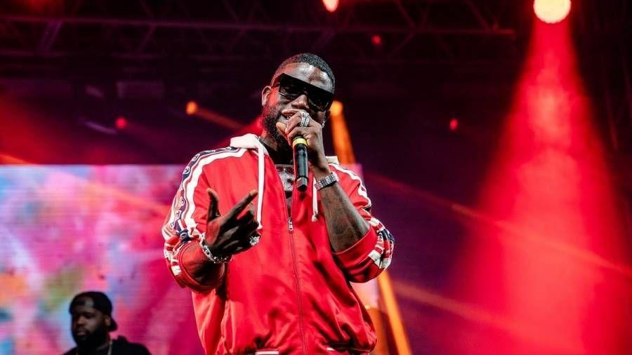 Gucci Mane viser $ 5 millioner ur, når han beder om nye kunstnere: 'Du skal komme til at underskrive til mig