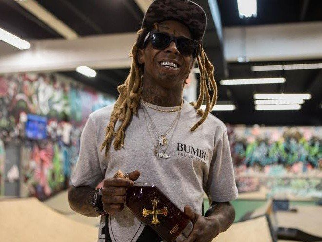 Les rappeurs recréent la couverture de 'Tha Carter III' de Lil Wayne pour le 10e anniversaire
